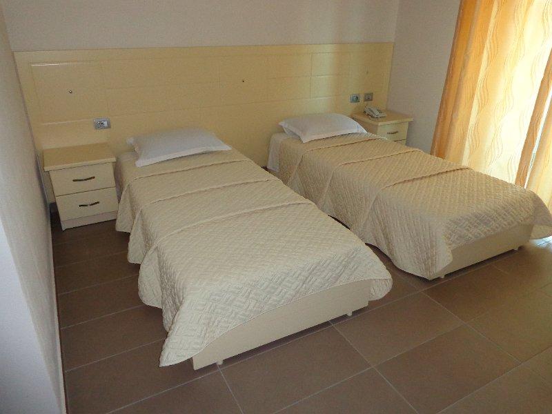 http://www.hotelpiazza.al/images/gallery/piazza-hotel/DSC00630.JPG